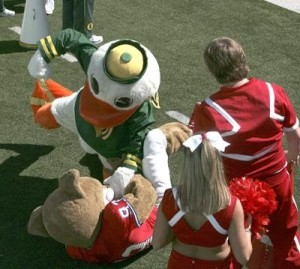Oregon opens its 2007 football season at home against Houston